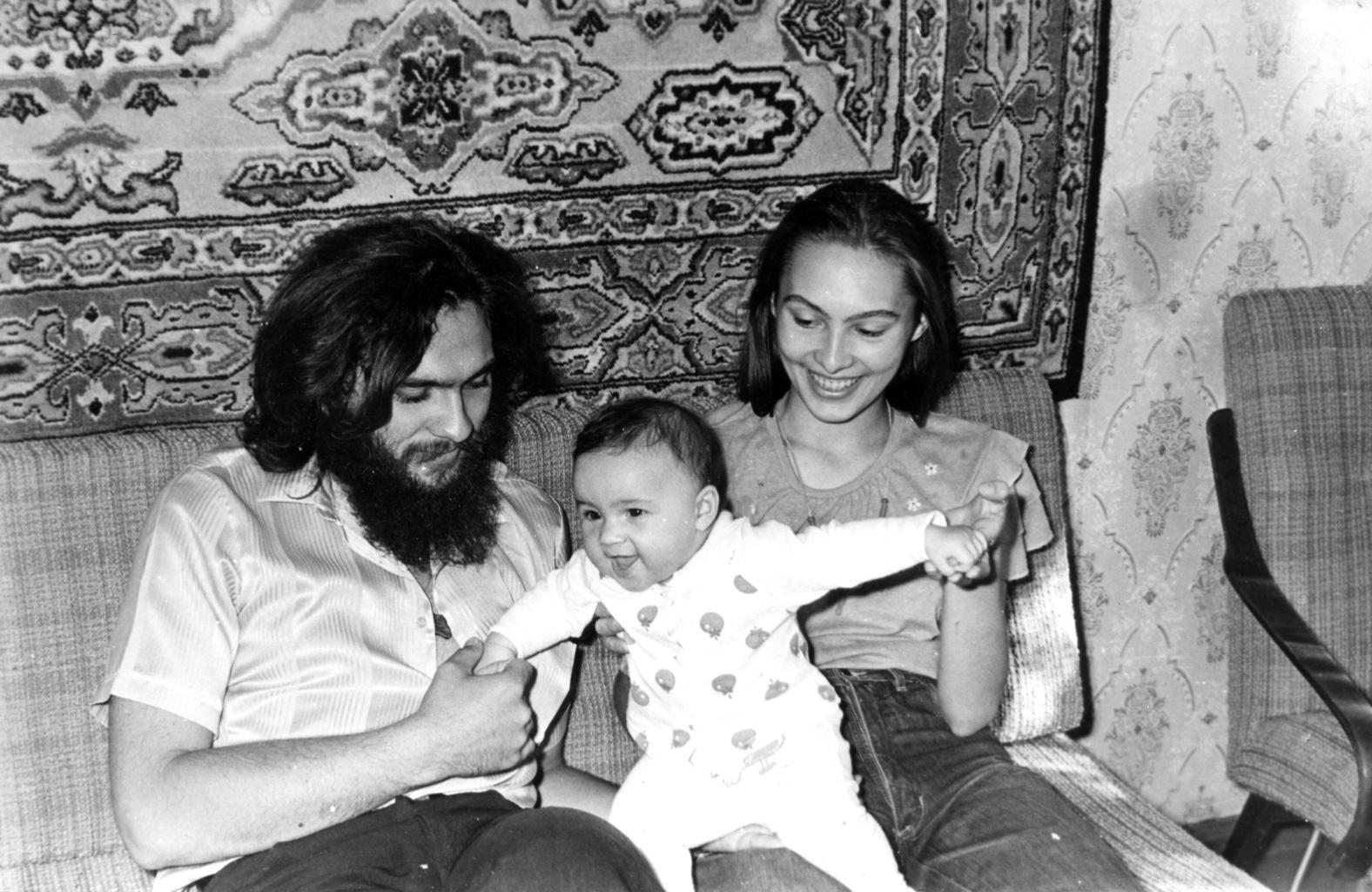 Лена и Дима Бураго с дочкой Машенькой. 1988