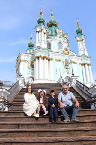 С Е. Бураго и внуками