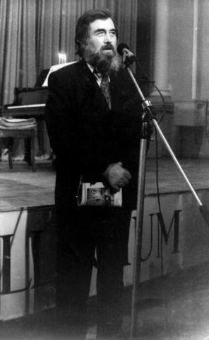Сергей Борисович Бураго на втором выпуске журнала на сцене «Collegium» в киевском Доме актёра, посвященном кубинскому поэту Элисео Диего. 1994