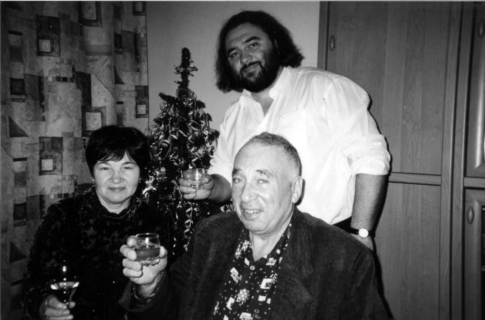Дома с поэтом Юрием Капланом и его супругой. 2003