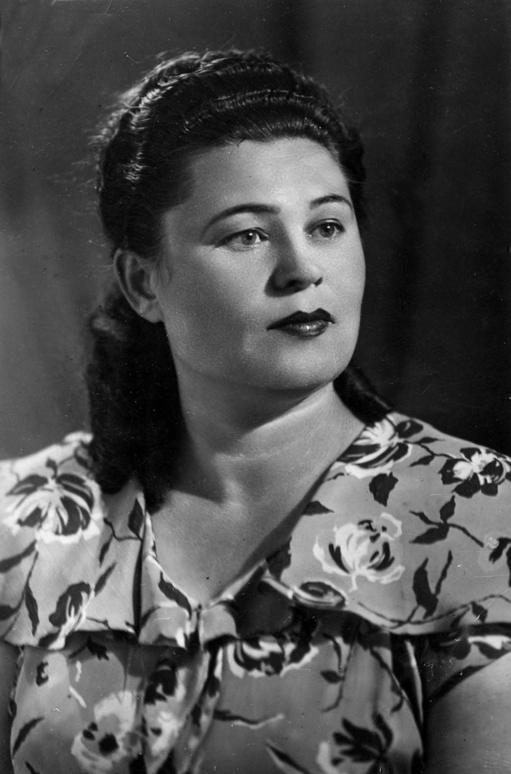 Мария Тихоновна Грабовская (в девичестве Набока) – бабушка Муся