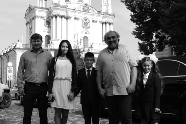 У Андреевской церкви с детьми и внуками. 2018