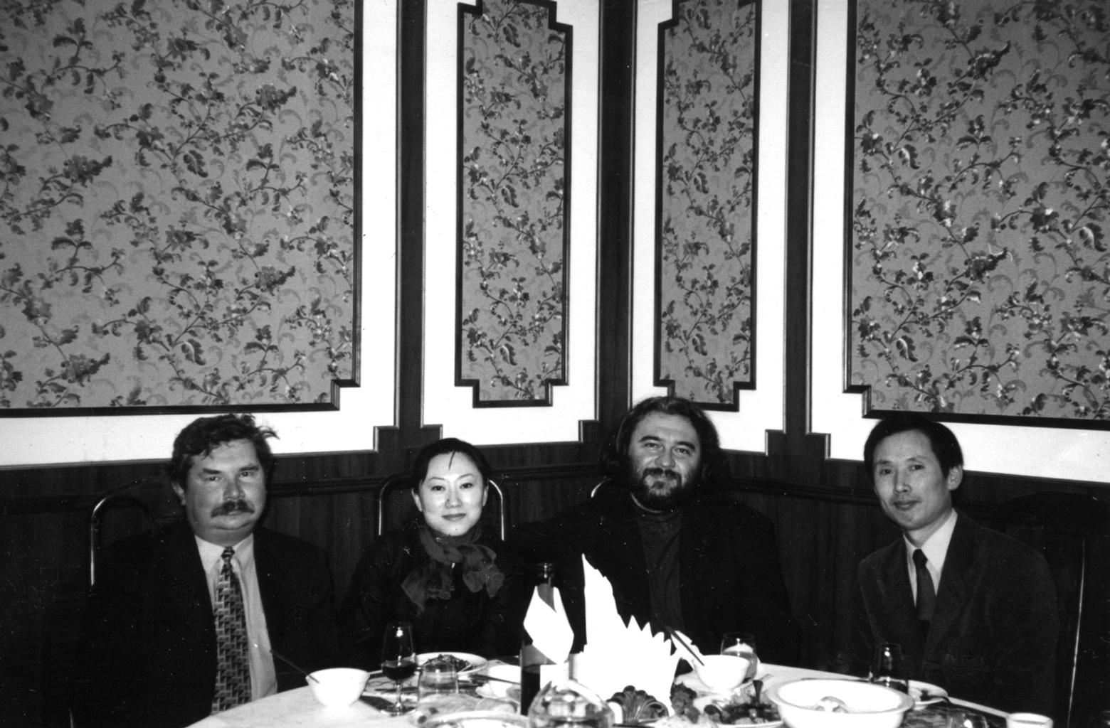 С Ю.В. Павленко и представителями посольства Китая. Киев. 2000