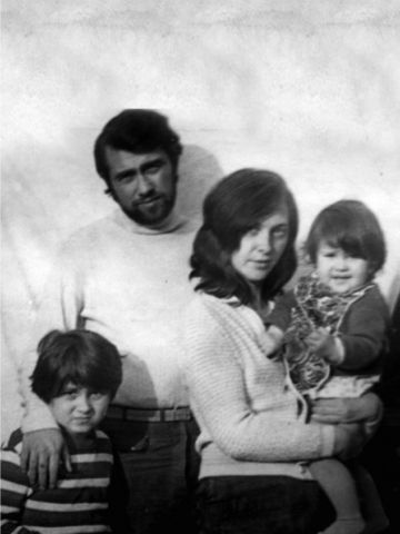 Папа, мама с Аней на руках и я